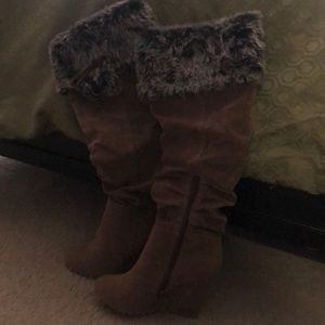 I'm selling wedge boots brand new: size 7.5